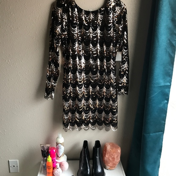 66423953cc 💚SEQUIN SCALLOPED CHARLOTTE RUSSE DRESS💚